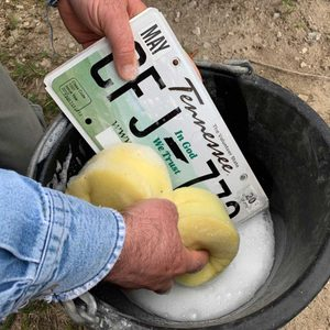 How to Properly Clean a License Plate