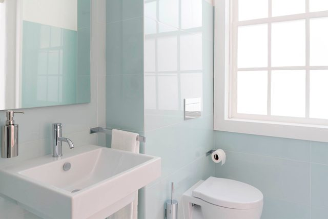 07-bathroom-Don't Let Your Home Make Your Fall Allergies Worse_559170985-Diana-Rui