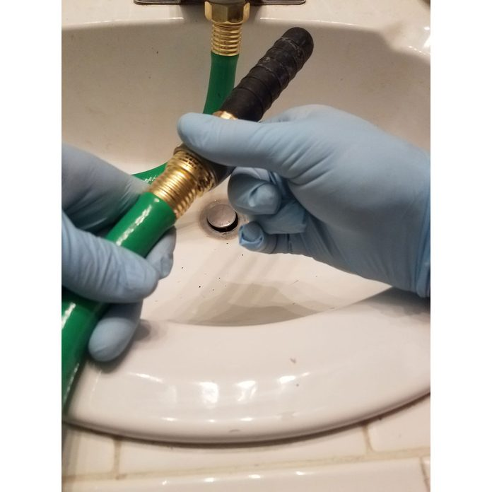 Connect the drain bladder to the garden hose