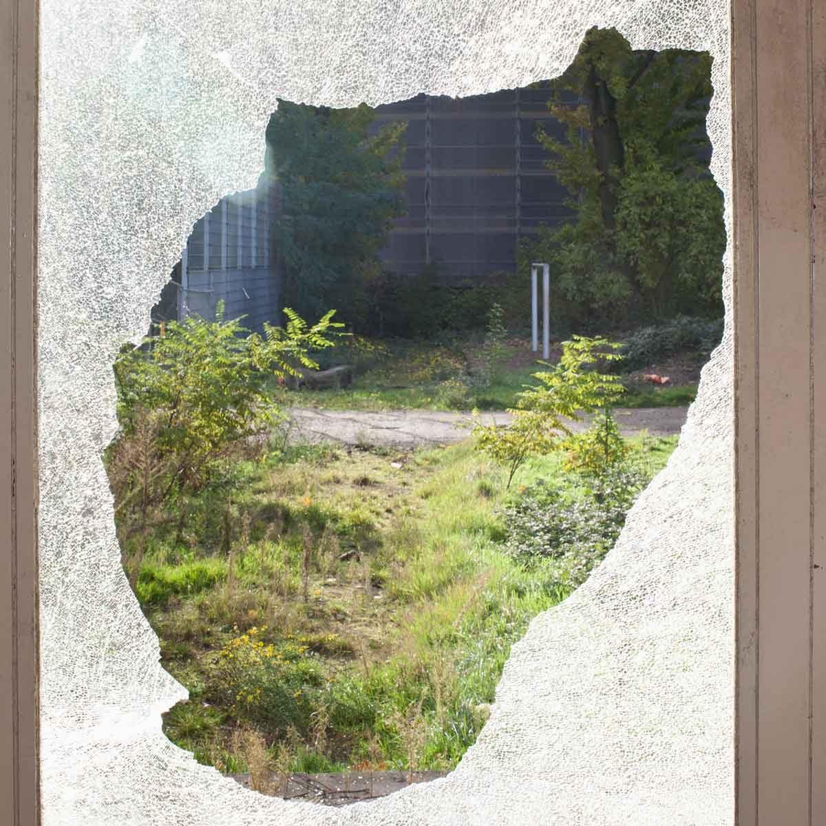 Broken Window Gettyimages 116781589