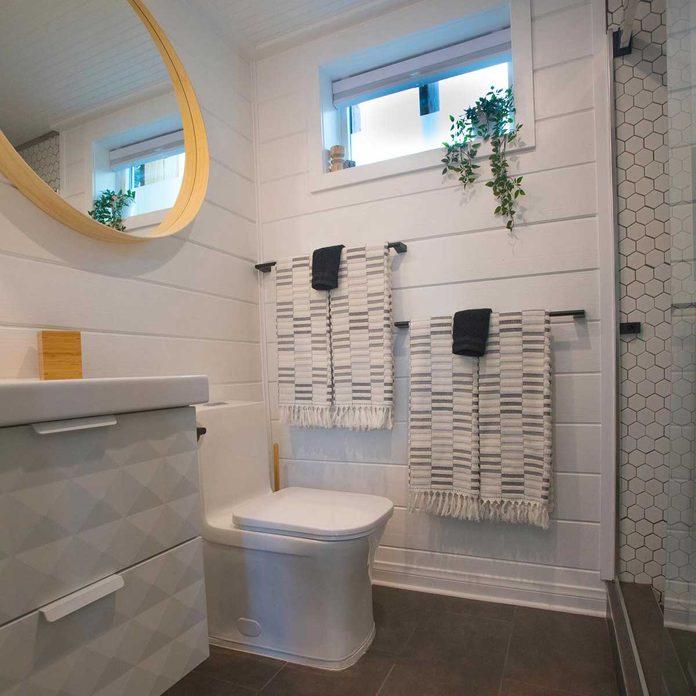 Container Home Bathroom 4y5a9221