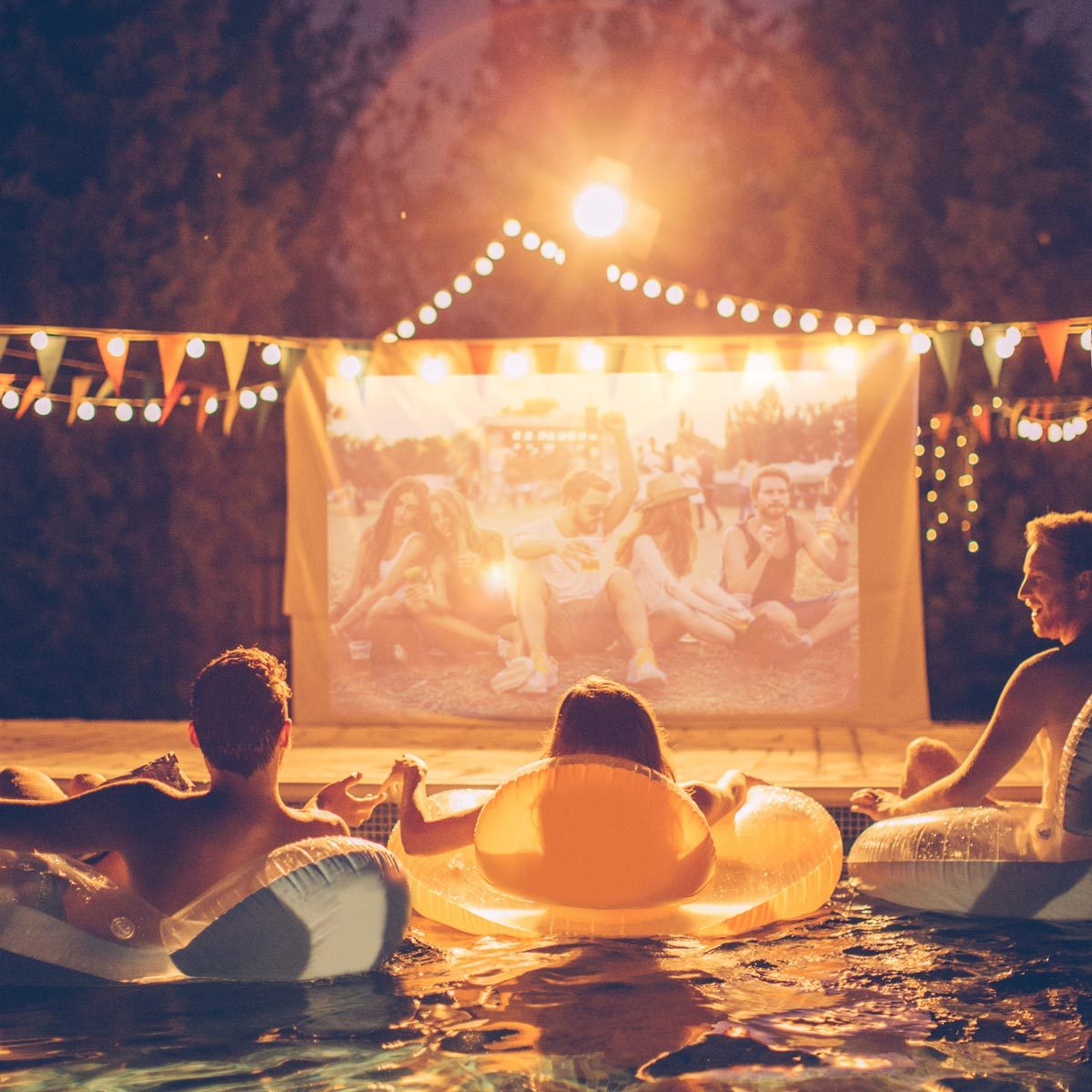 Pool movie night party Gettyimages 511598518 Movie