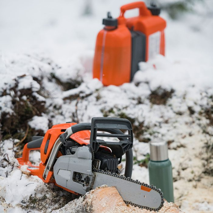 Chainsaw Maintenance Gettyimages 1190817895