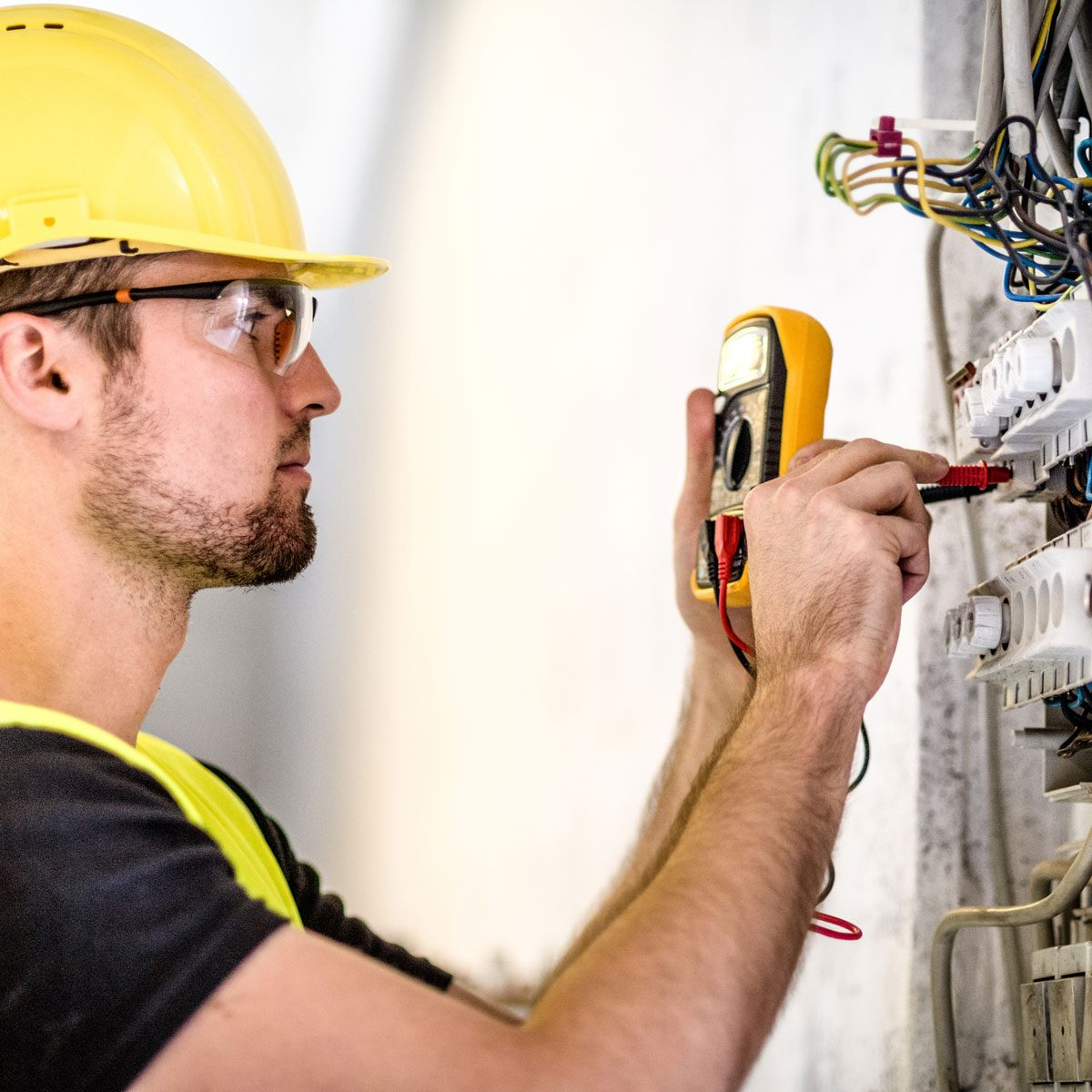 Pro Electrician Gettyimages 511990814