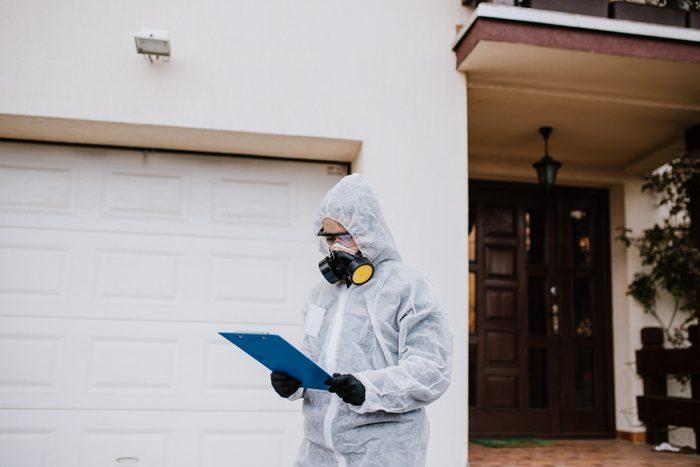 termite exterminator evaluating house for extermination