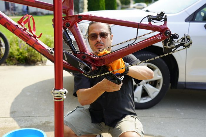man cleaning the Drivetrain of his bike